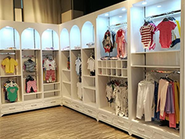 奥米多童装店铺展示