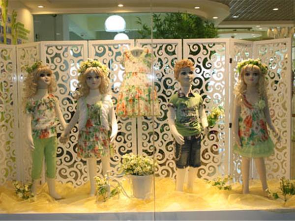 青青果童裝店鋪展示