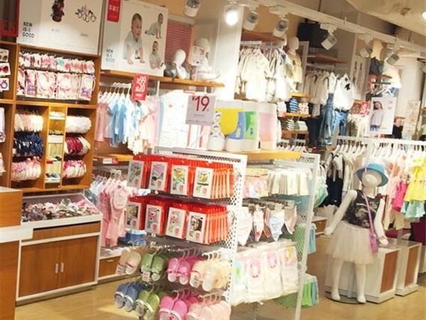 七彩摇篮童装店铺展示