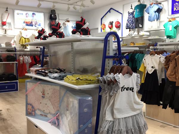 班米熊童装店铺展示