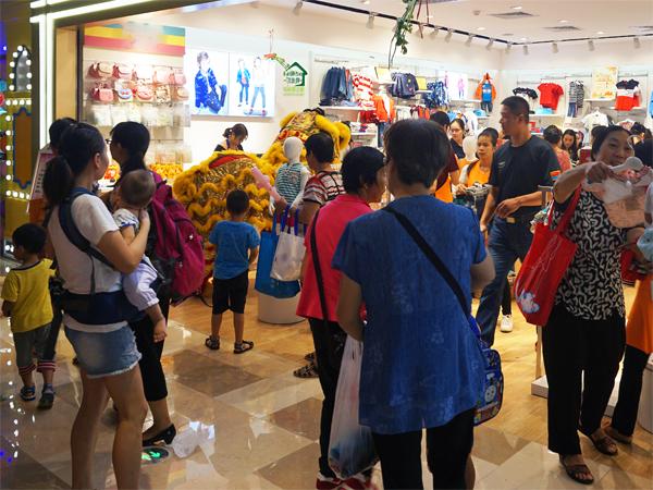 可米芽童裝店鋪展示