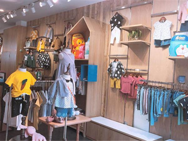 动漫童话童装店铺展示