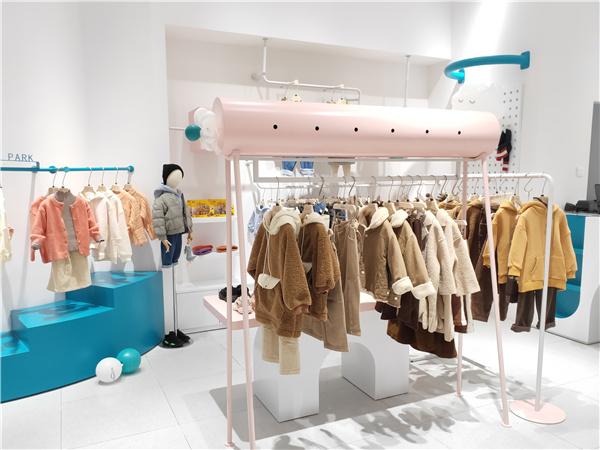 布蘭卡童裝店鋪展示