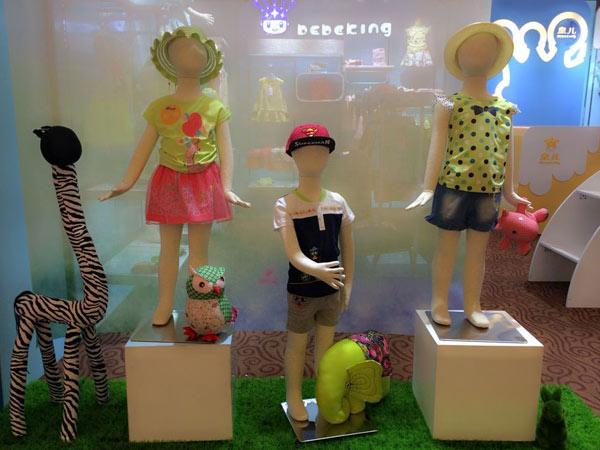 皇儿童装店铺展示