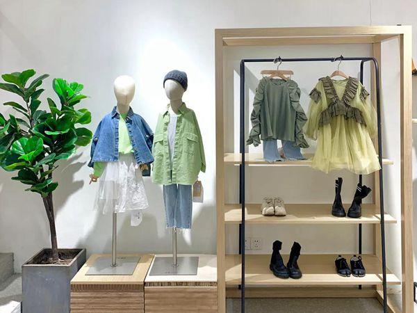 法语童装店铺展示