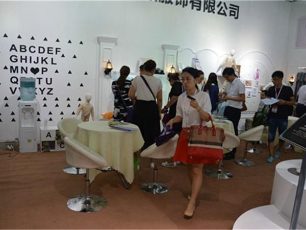 婧麒童装店铺展示