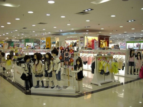 时尚小鱼童装店铺展示