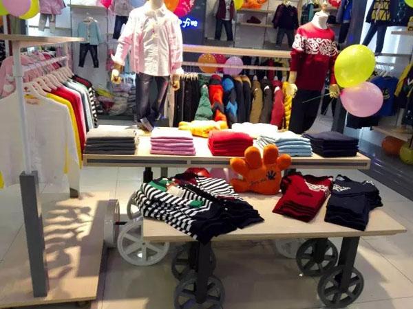 捷米梵童装店铺展示