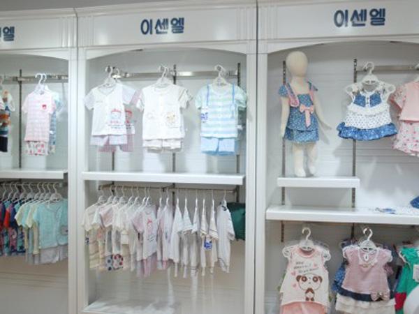 伊善儿童装店铺展示