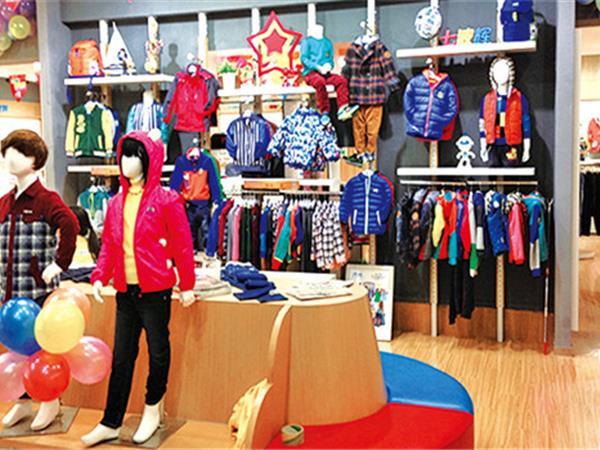 七波輝童裝店鋪展示