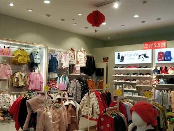 青蛙王子童装店铺展示