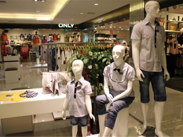上流家族童裝店鋪展示