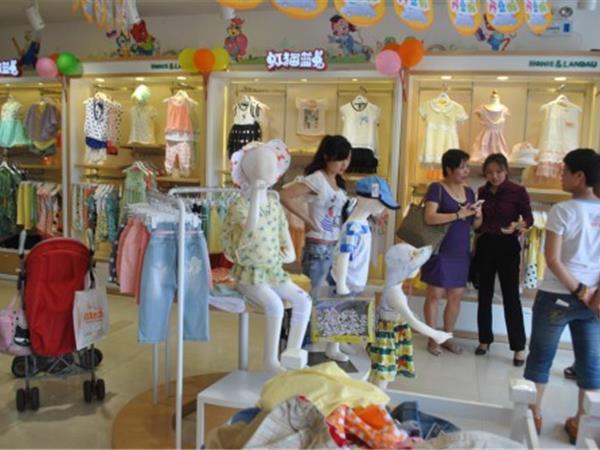 虹猫蓝兔童装店铺展示