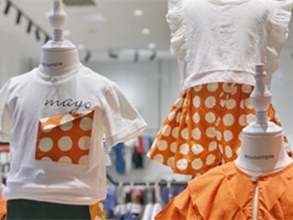 五月童品童装店铺展示