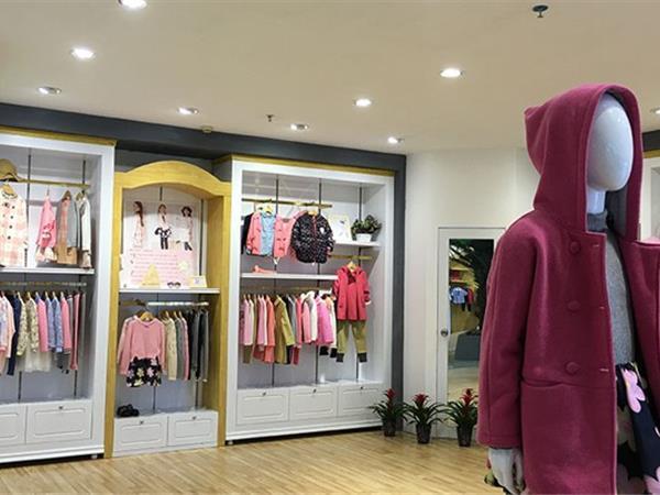 吉象贝儿童装店铺展示