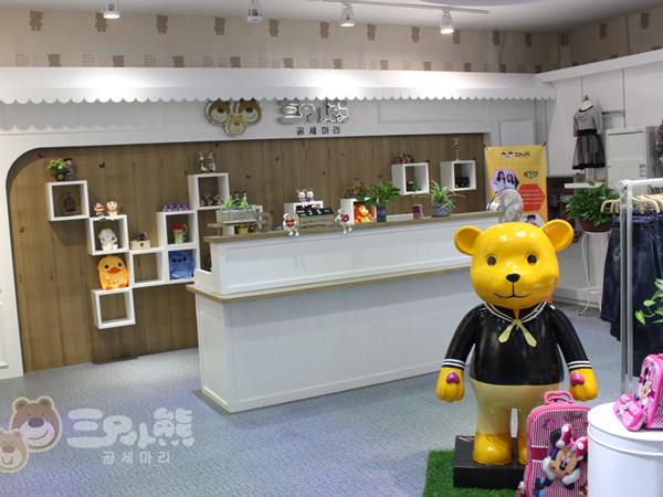 三只小熊童装店铺展示