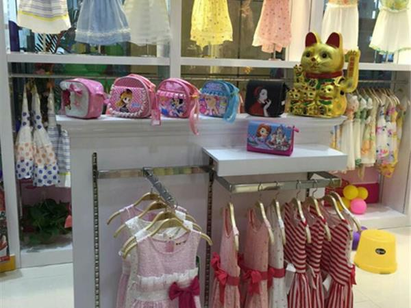 蜜比琪童装店铺展示