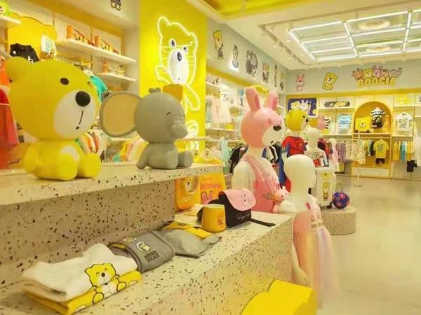 卜吉熊童装店铺展示
